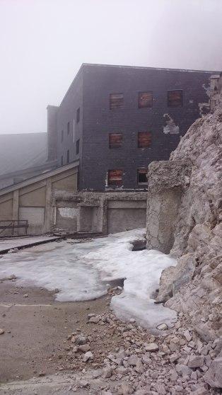 Verfallene alte Bergstation